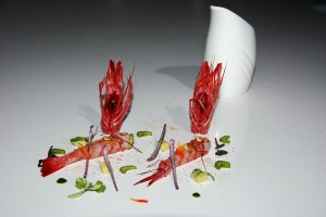 Receta. Ceviche de gamba roja de Denia con agua de maíz y polvo de melba de sepia. Restaurante Casa Manolo Daimuz