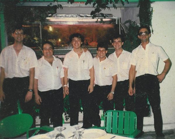 Manuel Alonso Fominaya y parte del equipo en 1995. Restaurante Casa Manolo en Daimús. Chef Manuel Alonso. Historia