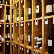 Una de los mejores bodegas de vinos según la guía michelín. Restaurante Casa Manolo by chef Manuel Alonso, estrella michelín en daimús Valencia