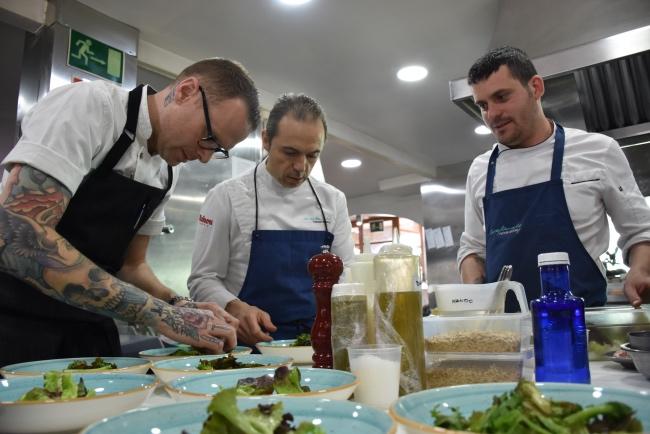manuel alonso y ryan stover cocinan en el valencia culinary meeting_santos ruiz