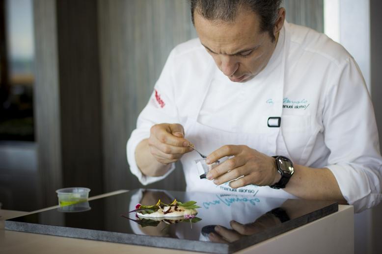 Taller de cocina impartido por el chef Manuel Alonso, estrella michelin en daimús